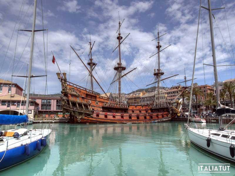 Genova_-_Porto_vecchio_con_galeone_Nettuno
