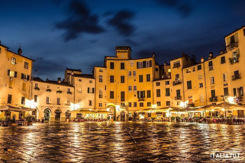 lucca-piazza-anfiteatro-1