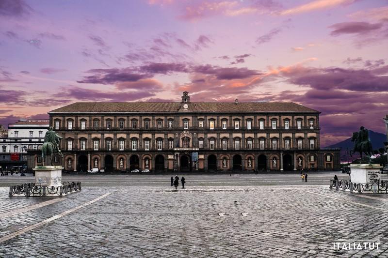 palazzo-reale-napoli-esterno2-big