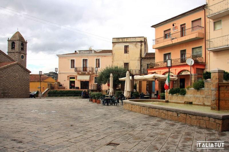 Arzachena_piazza