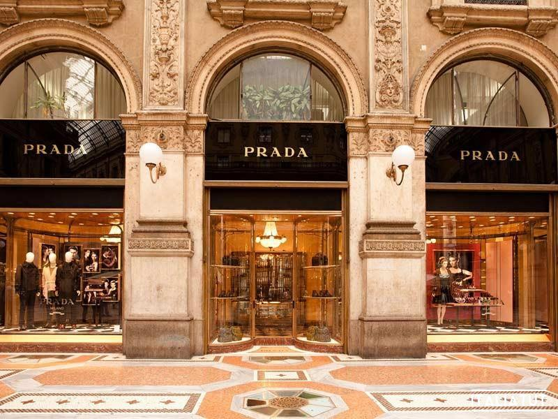 Milano_-_Boutique_Prada_-_photo_by_pcruciatti-Shutterstock.com