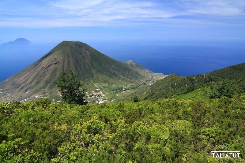 Monte_dei_Porri_volcano_from_Monte_Fossa_delle_Felci_on_Salina_Aeolian_Islands_Italy