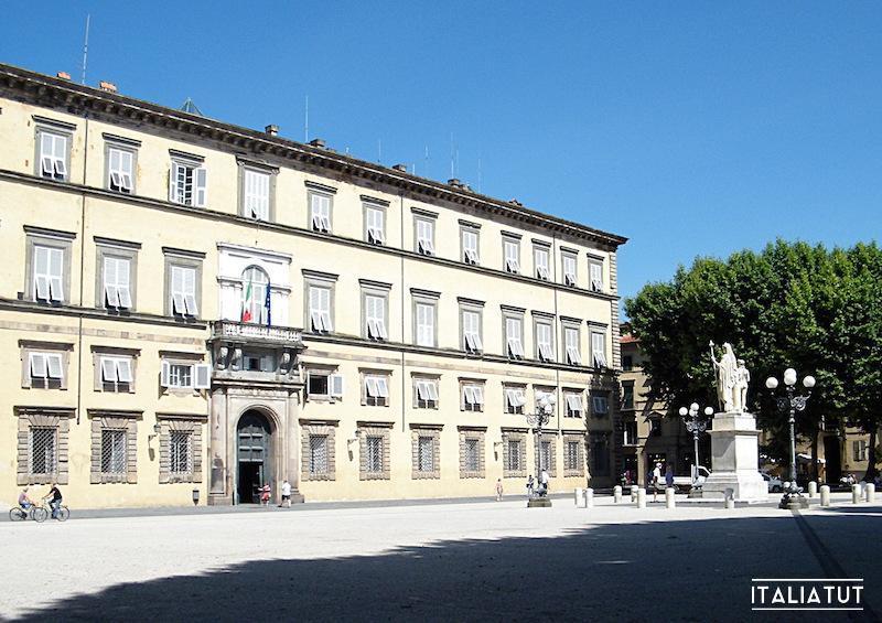 lucca-piazza-napoleone-2013-06-25-dscf0739